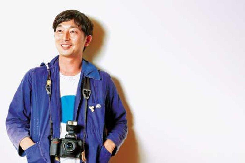 以攝影集《未来ちゃん》創下超高人氣的日本新銳攝影師-川島小鳥。(攝影者.許家華)