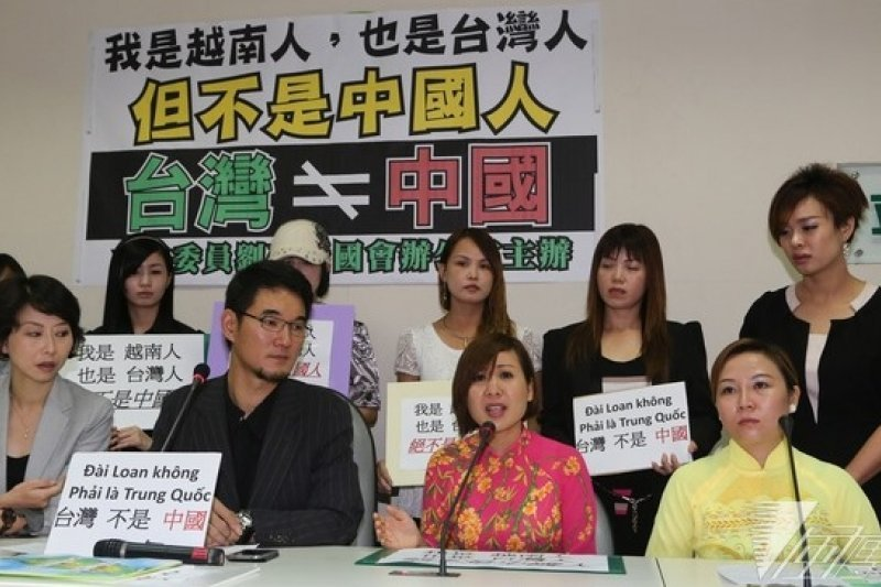 越南爆發排華衝突,10位在台越南配偶憂心忡忡,16日上午北上立法院舉行記者會,呼籲鄉親善待台灣人。(余志偉攝)