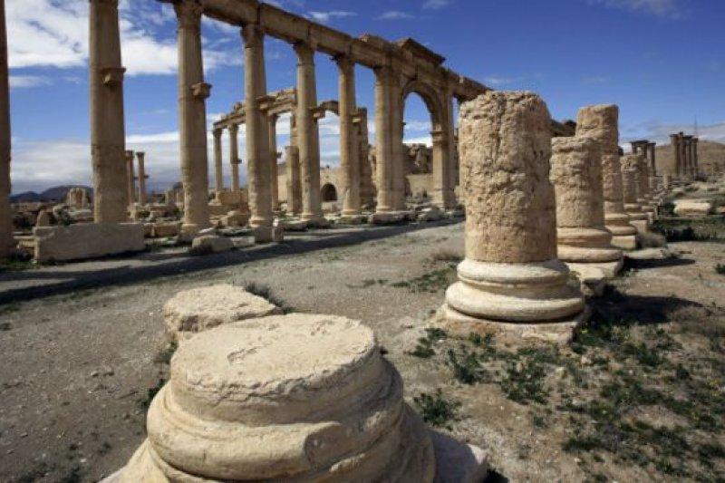 在沙漠中屹立起來的帕爾米拉擁有一個偉大古城的歷史建築遺跡,是古代世界文明最重要的文化中心之一。(BBC中文網)