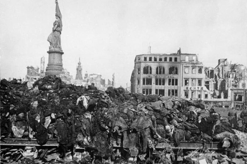德國東部德勒斯登(Dresden)1945年2月遭轟夷平。