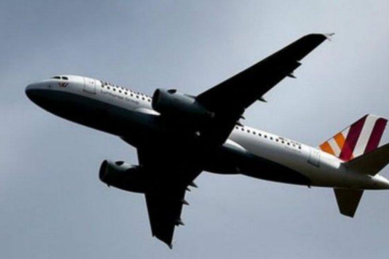 自從德國之翼發生墜機事件發生後,大多航空公司都規定,機艙內必須有至少兩名工作人員。(BBC中文網)