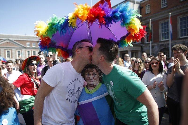 愛爾蘭公投通過同志婚,美國最高法院也作出同性婚合法化判決,但台灣同志要與異性戀者取得同樣的婚姻權利,仍然困難重重。(美聯社)