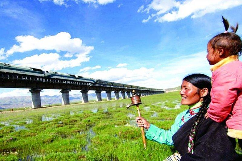 西藏彷彿已經成了觀光的主題樂園。(取自西藏旅遊網)