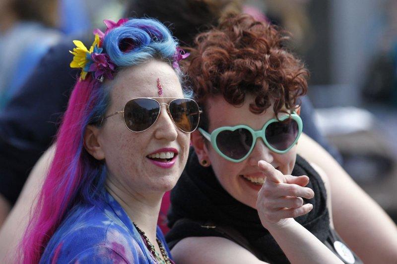 愛爾蘭同性婚姻合法化修憲過關,支持者歡欣鼓舞。(美聯社)