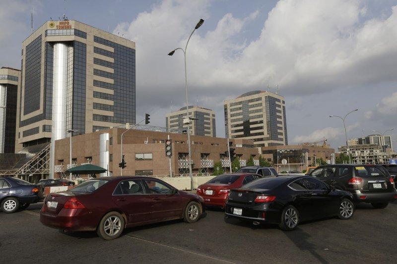 奈及利亞雖然是非洲最大產油國,但近來卻發生油荒,加油站前大排長龍。