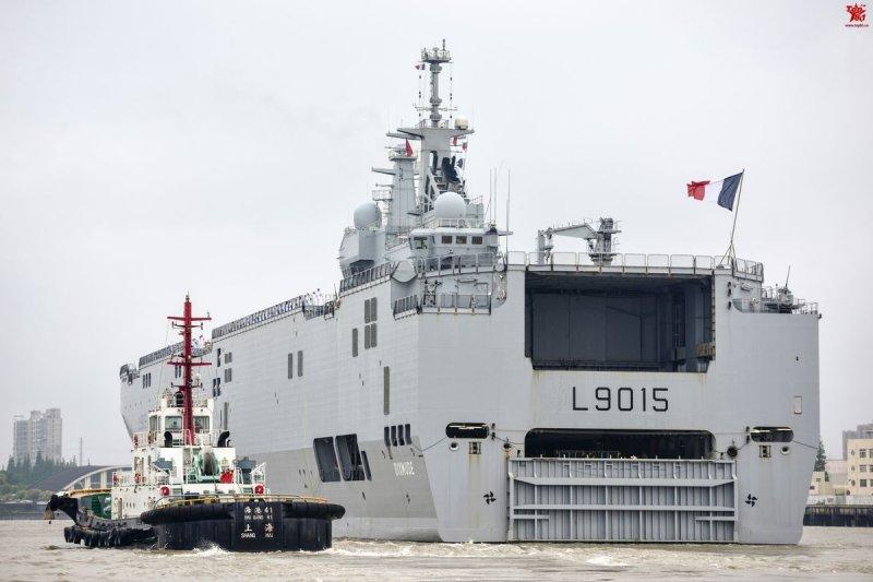 法國海軍西北風級兩棲攻擊艦「迪克斯莫德號」(Dixmude)停靠上海(取自網路)