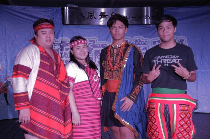 原住民青年在「聽你‧聽我」音樂會中分享他們找回文化過程中的點點滴滴。(世新大學口語傳播系提供)