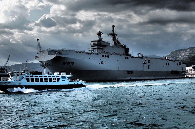 漢光演習期間經過台灣附近的法國西北風級兩棲突擊艦迪克斯莫德號。