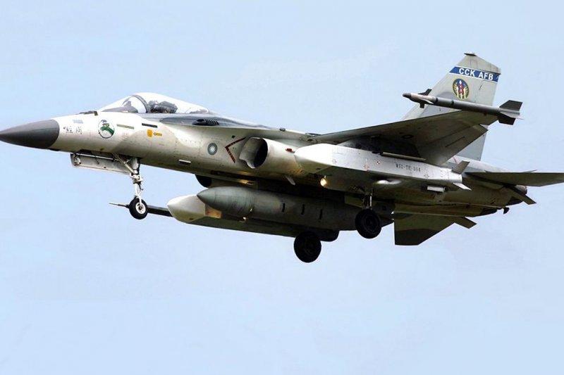2008年載掛萬劍彈的IDF經國號戰鬥機