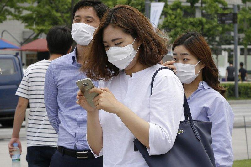 環保署指出,未來3日因東北季風減弱,台灣西半部地區污染物將變得容易累積,中部、雲嘉南、高屏區域的空氣品質皆為「橘色提醒」等級。示意圖。(資料照,美聯社)