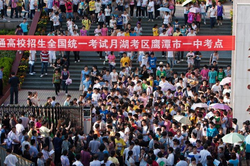 中國大陸各省市大學入學聯招(高考)成績近日公佈,教育部發文度明確嚴禁炒作「高考狀元」。