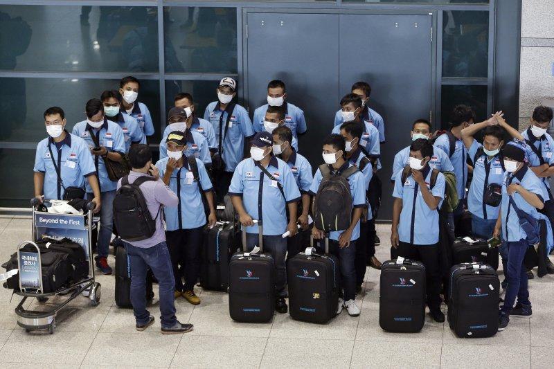 衛生福利部疾病管制署宣布對南韓全境旅遊疫情建議為第二級「警示」,從原本的首爾擴及到南韓全境。(美聯社)