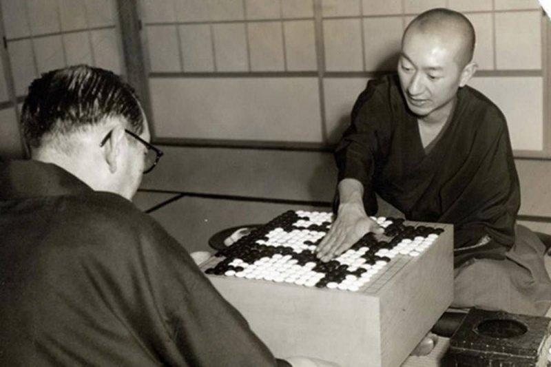 吳清源(右)與木谷實對弈