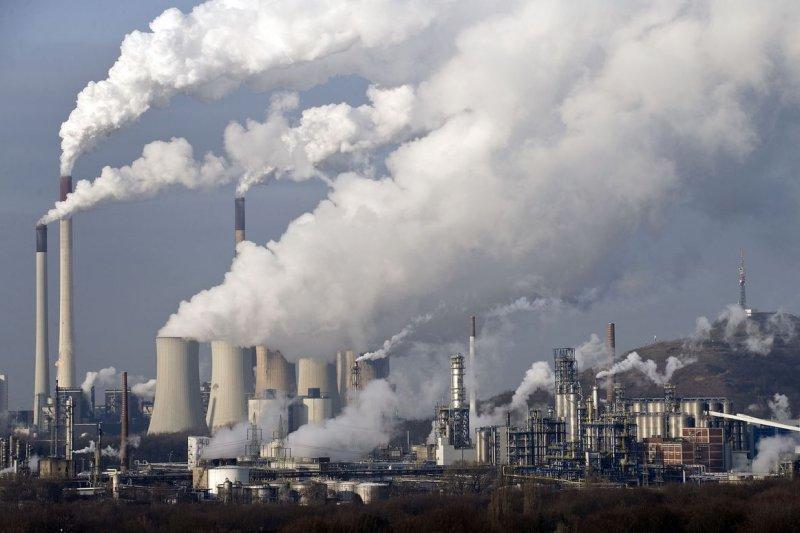 為了改善空污問題,經濟部表示,而燃煤發電在2020年開始佔比就會降至43%。(資料照,取自美聯社)