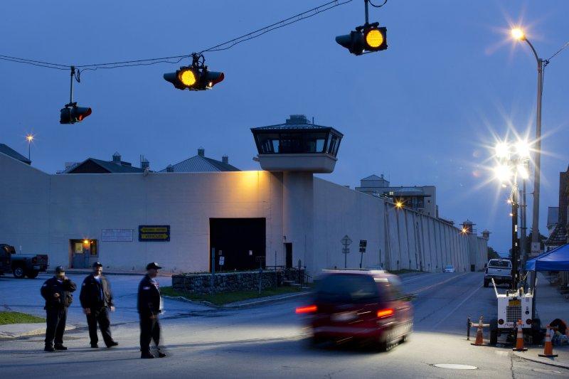 守備森嚴的柯林頓監獄,6日被兩名重刑犯越獄成功。(美聯社)