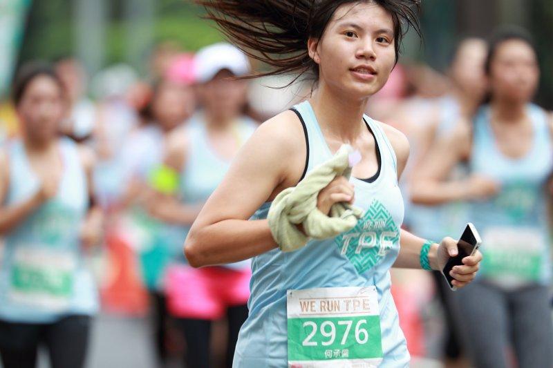 路跑的時候,除了身體訓練,戰鬥裝備也不可或缺!(圖/hcc0325_sport_world@flickr)