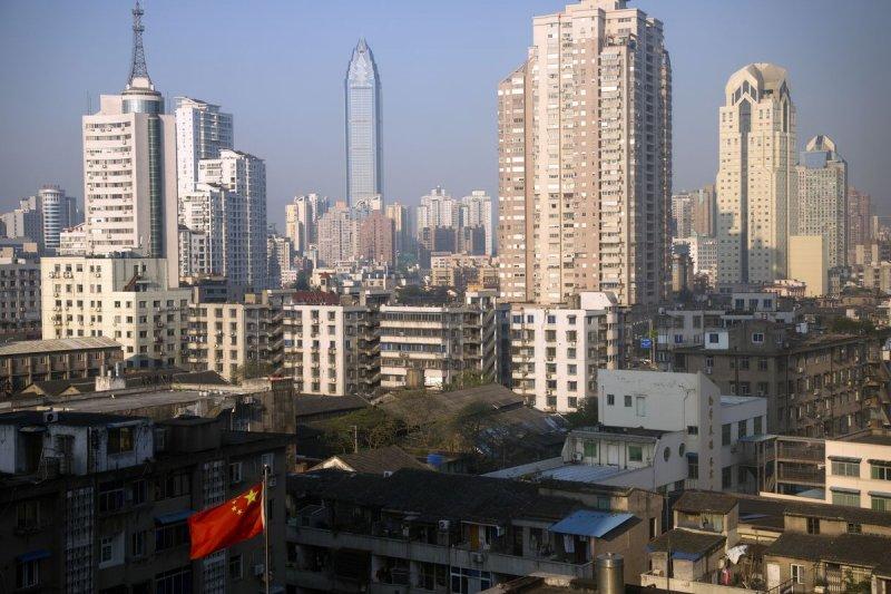 中國2月出口衰退2成,官方對今年經濟成長率的目標斜值亦降到只有 6-6.5%(美聯社)