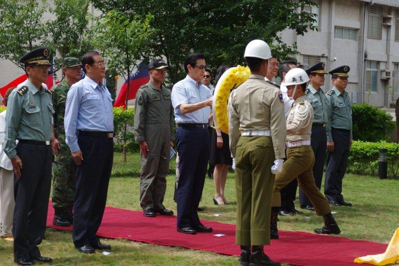 馬英九總統18日上午以端午節慰問方式前往陸軍航空601旅。