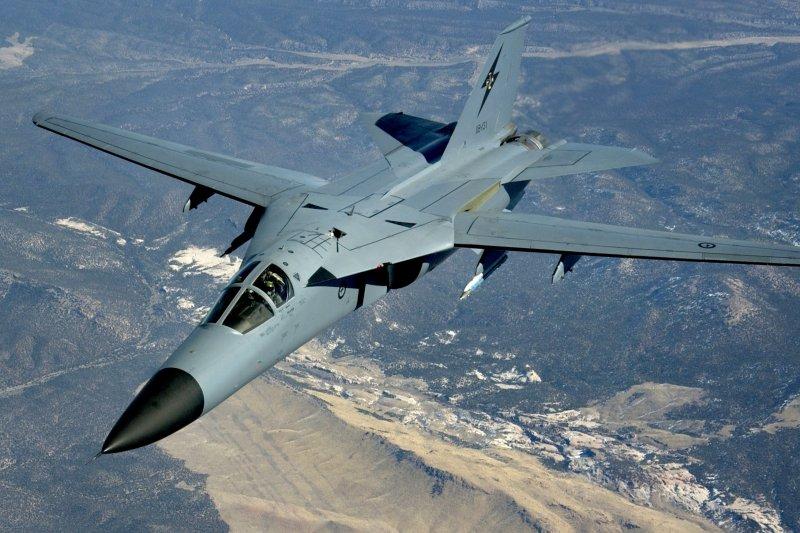 參與紅旗軍演的澳洲空軍F-111。(維基百科)