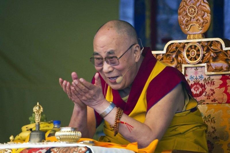 民進黨秘書長羅文嘉今日表態歡迎達賴喇嘛(見圖)來台,對此,陸委會指出,在台灣有不少信眾希望達賴喇嘛再度來台弘法,但截至目前沒有接到申請。(資枓照,美聯社)
