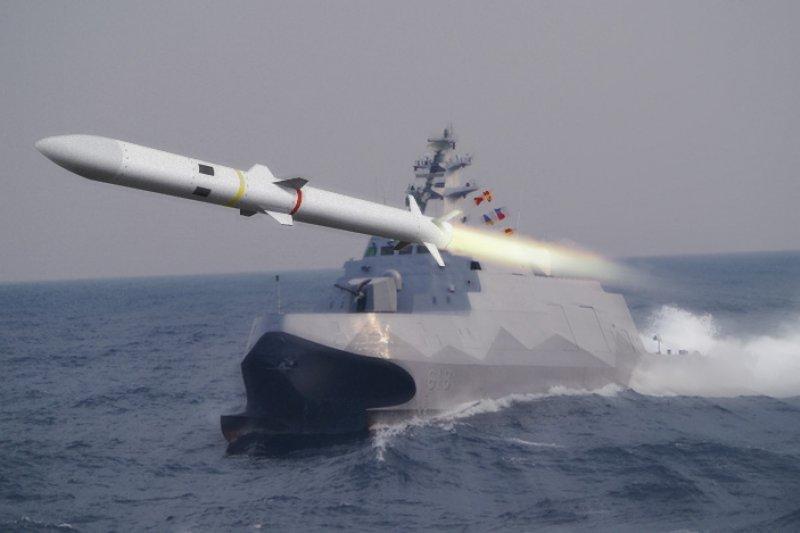 20150622-SMG0034-P02-1-沱江艦(朱明攝)+天劍二型飛彈(國防部提供)(朱明攝、國防部提供/影像合成:風傳媒)