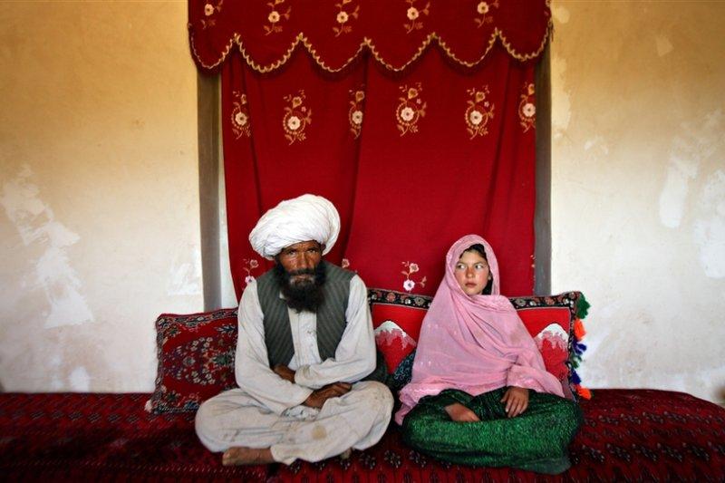 阿富汗,40歲的 Faiz 與 11歲的 Ghulam。
