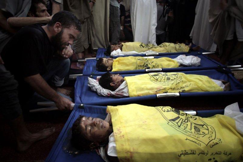 2014年加薩戰亂,死於以色列攻擊行動的巴勒斯坦兒童。(美聯社)