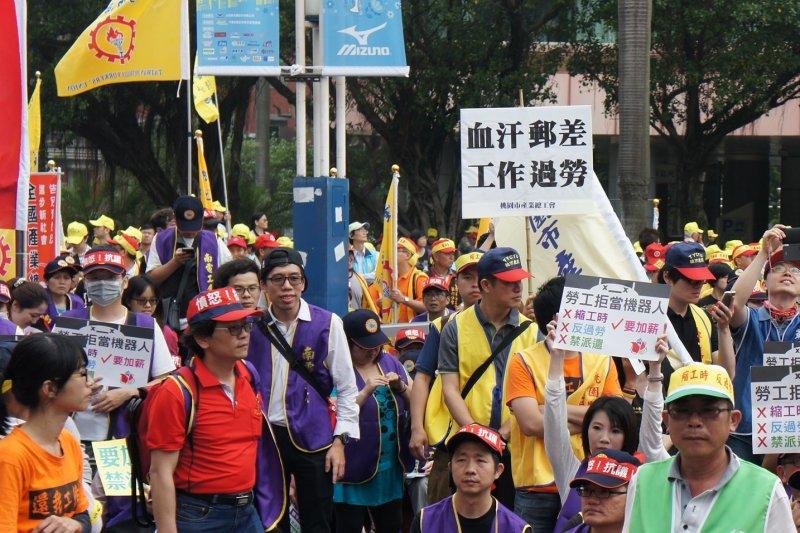 郵差群起抗議工會過於軟弱,偏向資方未盡到責任。(取自無限期支持郵差、拒寄廣告信!把服務留給需要的人!臉書)