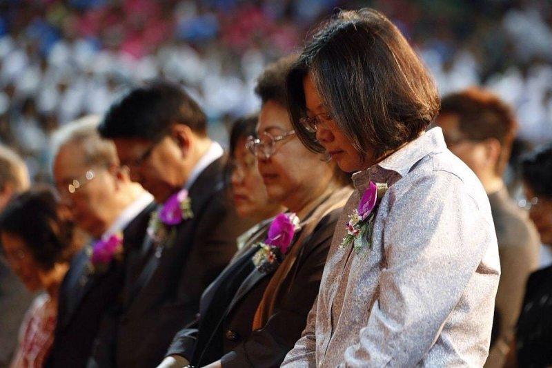 民進黨主席蔡英文和高雄市長陳菊都參加長老教會宣教150年大會。(取自臉書)