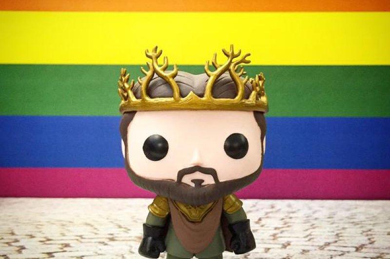 歡慶美國同性婚姻合法化,熱門影集《權力遊戲》也換上彩虹新貌。(取自推特)