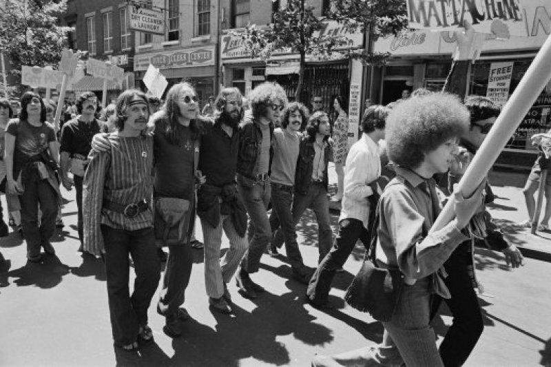 美國在1970年的首次同性戀自豪日遊行。