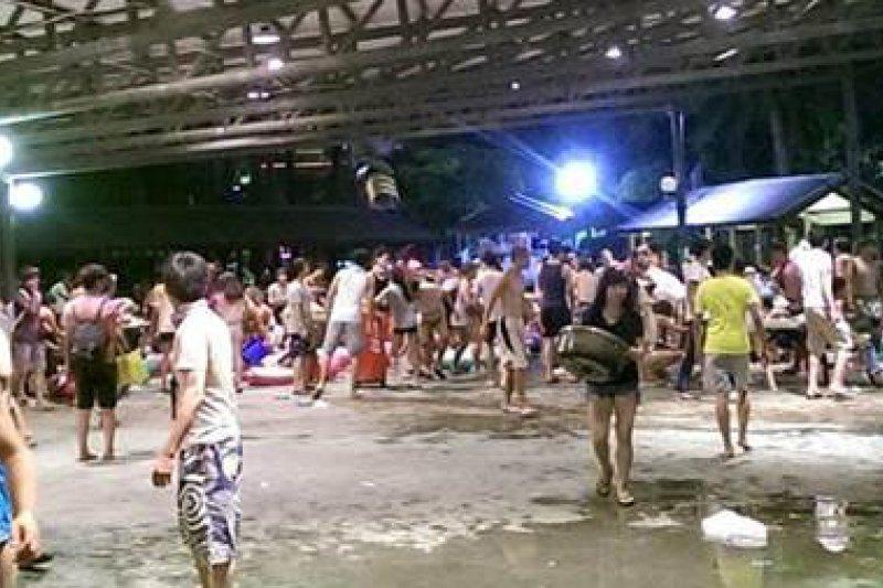 八仙樂園彩虹派對百人燒燙傷,原訂到11點的活動8點半就傳出意外。(取自爆料公社)