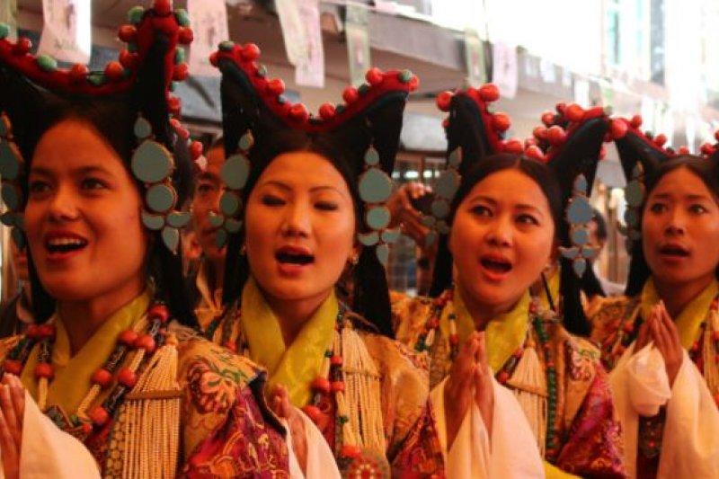 中國有56個經官方確認的民族,漢族佔人口總數的91%多。(BBC中文網)