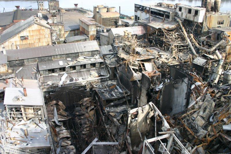 2008年2月7日:美國喬治亞州1家糖廠發生粉塵爆炸,造成14死。(維基百科)