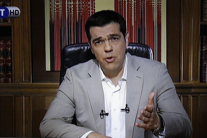 希臘總理齊普拉斯為希臘帶來一場災難,圖為28日晚間他發表電視演說。(美聯社)
