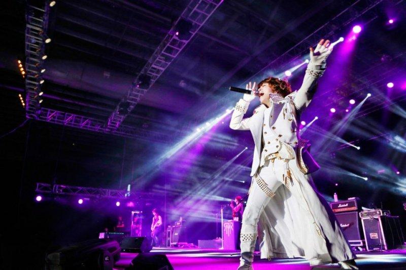 西川貴教的演唱會向來令人熱血激昂,但這次卻發生了一點插曲...(圖/取自T.M.Revolution官方臉書)