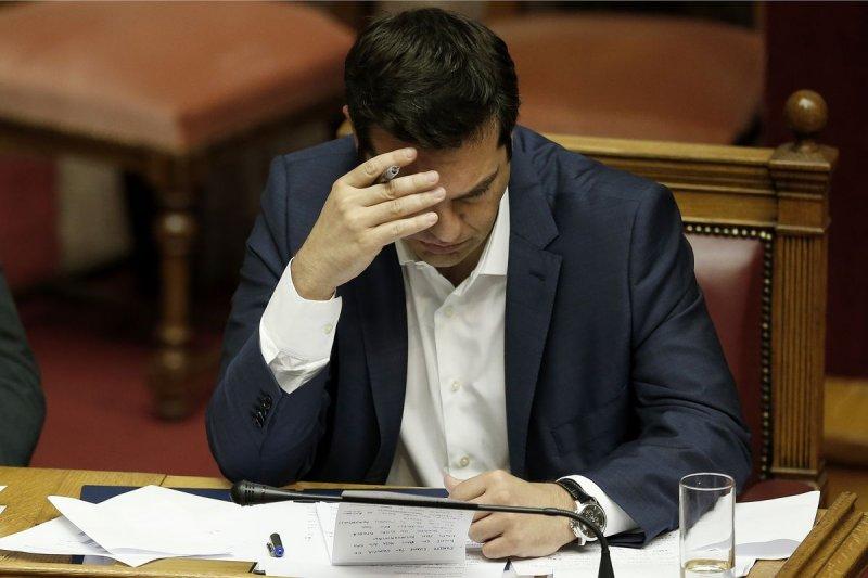 焦頭爛額的希臘總理齊普拉斯(Alexis Tsipras)(美聯社)