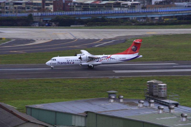 20150205-SMG0045-007-復興航空ATR 72-600客機(讀者提供).jpg