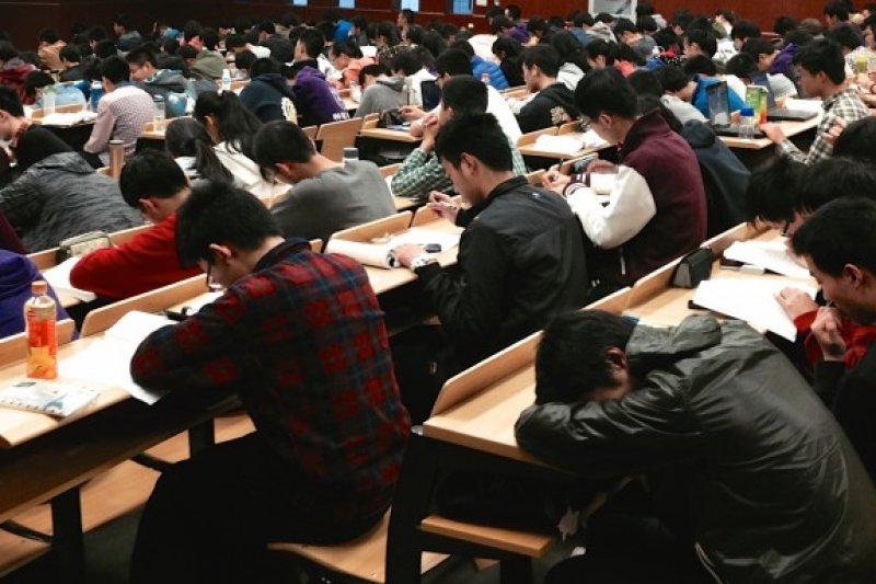 台灣現行教育制度,只會教出一批新時代義和團。(圖/MRJAMIE)