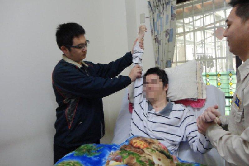 役男用愛心關懷與協助需要復健的對象(內政部)