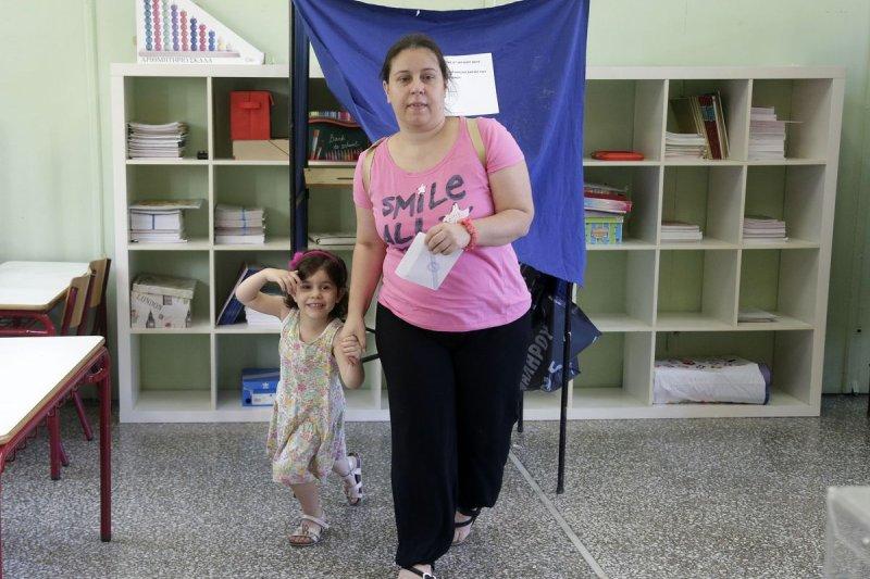 希臘公投有何結果?民眾忐忑不安。(美聯社)