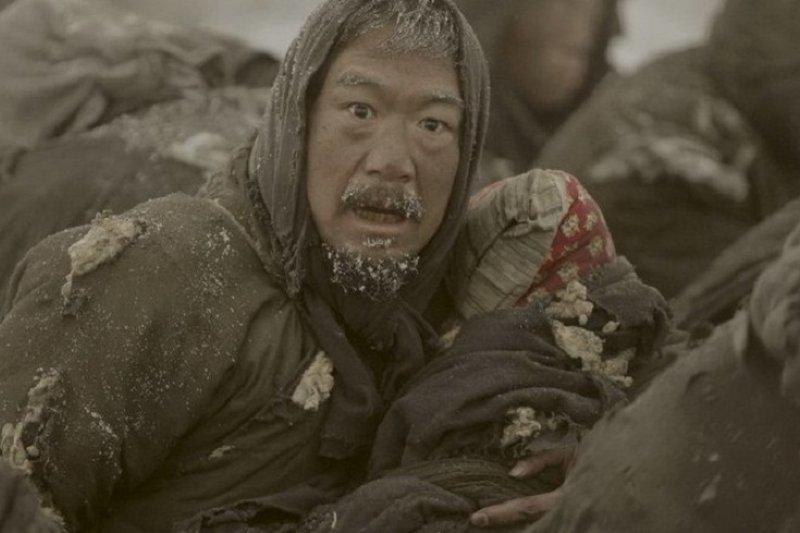 描述抗戰時期河南大飢荒的電影《一九四二》劇照。