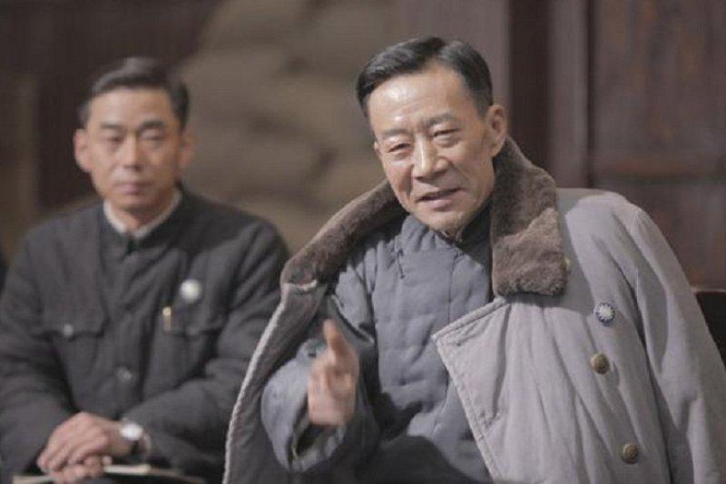 飾演河南省政府主席李培基的中國演員李雪健(劇照)