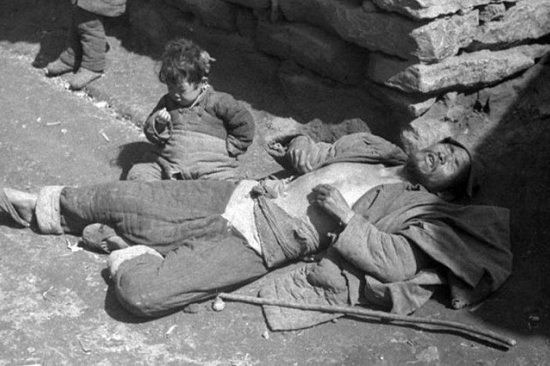 這場饑荒不是電影,是悲慘的歷史事實-(歷史照片/鳳凰網)