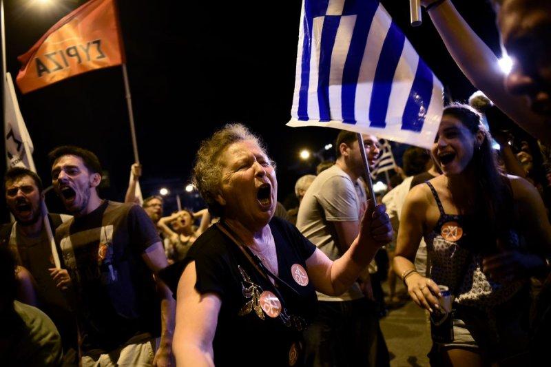 希臘全民公投結果出爐,多數選民反對國際債權方的紓困方案。(美聯社)