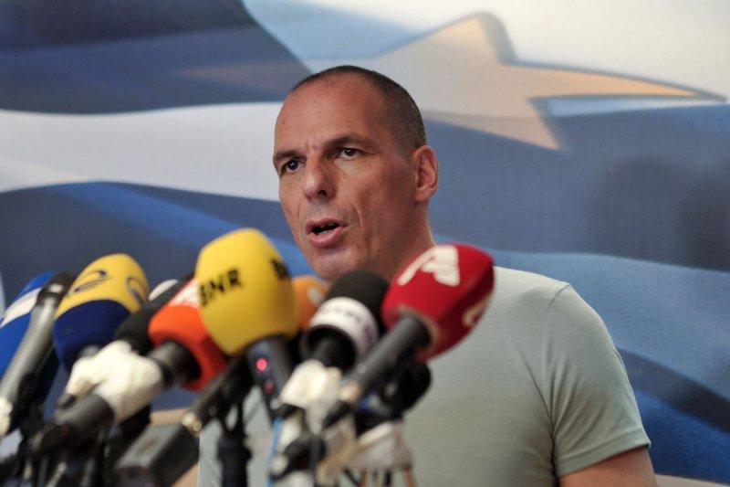 希臘全民公投結果出爐,多數選民反對國際債權方的紓困方案,財政部長瓦魯法基斯發表談話。(美聯社)