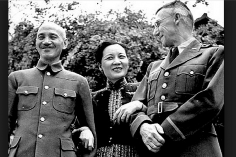 史迪威(右)終究還是和蔣介石鬧水火不容。(華聲論壇)