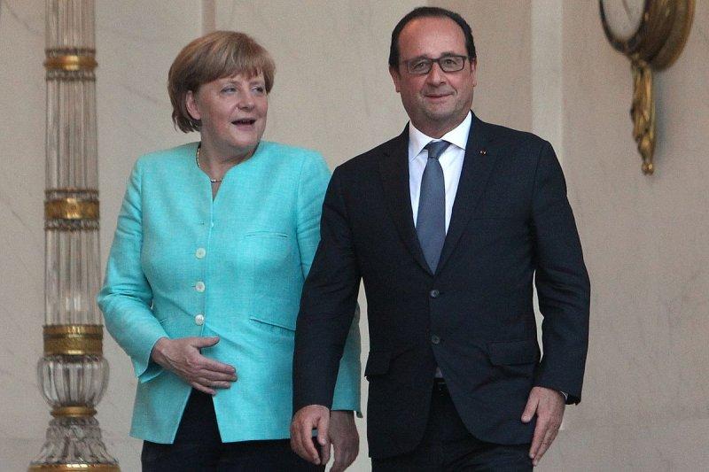 德國總理梅克爾(左)與法國總統奧朗德在巴黎會商希臘危機(美聯社)