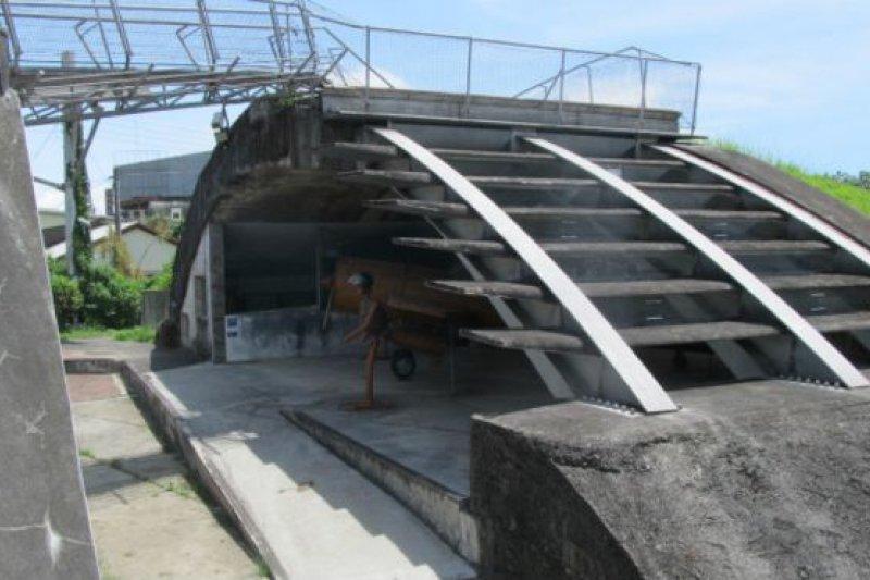 被拆了一半的機堡被搶救了下來。(BBC中文網)