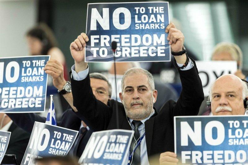 支持希臘向撙節紓困說「不」的歐洲議會議員(美聯社)
